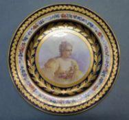 Teller, Sevres, 19.Jh. rund, polychrom u. gold dekoriert, mittig Portrait Marie JeanneDubarry, Fahne