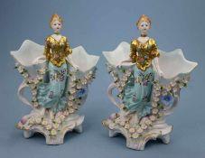 Paar Vasen im Barockstil, 20.Jh. junge Frau 2 Kelche haltend, Schwerter-Mk., 26x20cm
