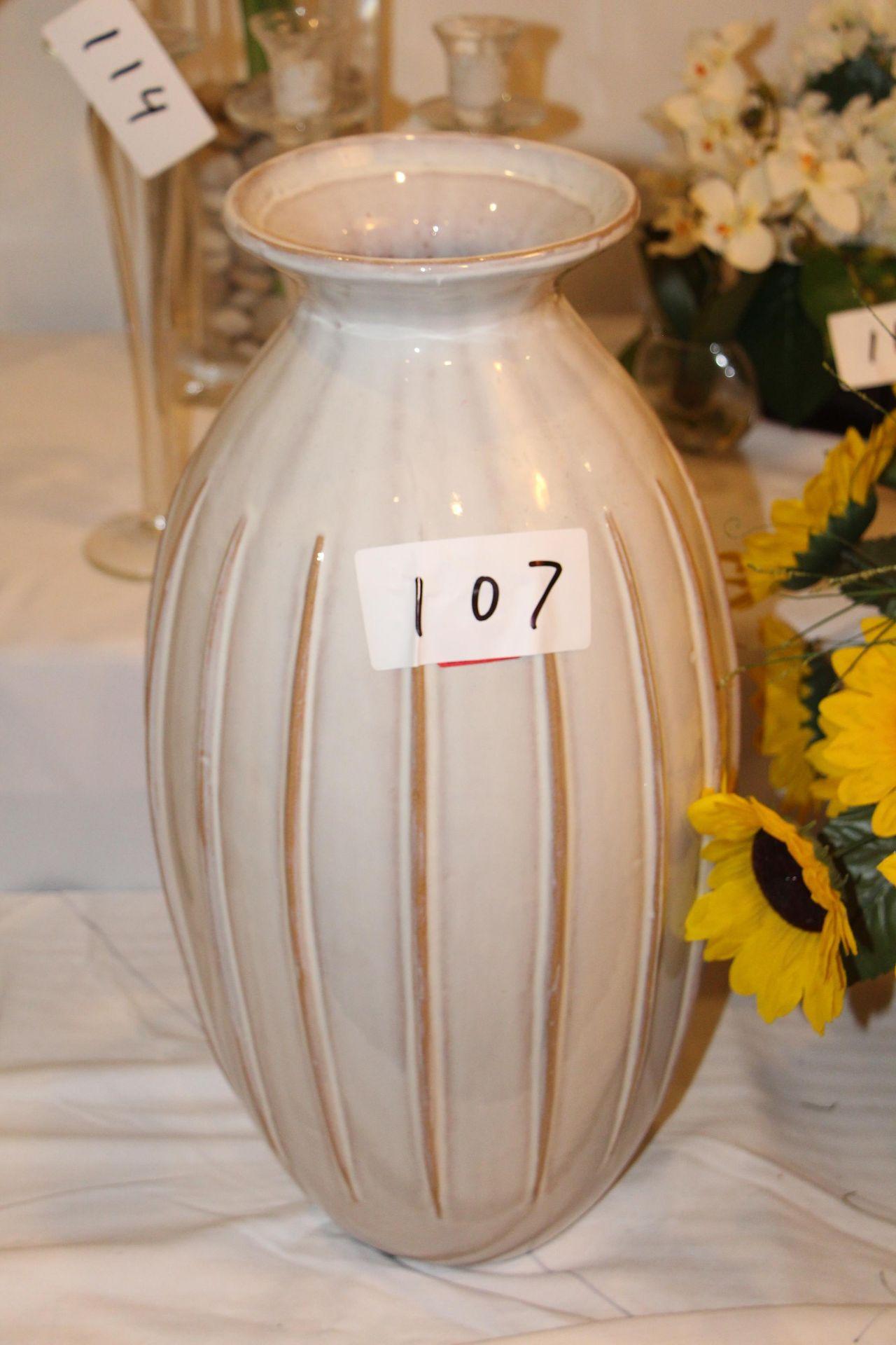 Lot 107 - Porcelain vase