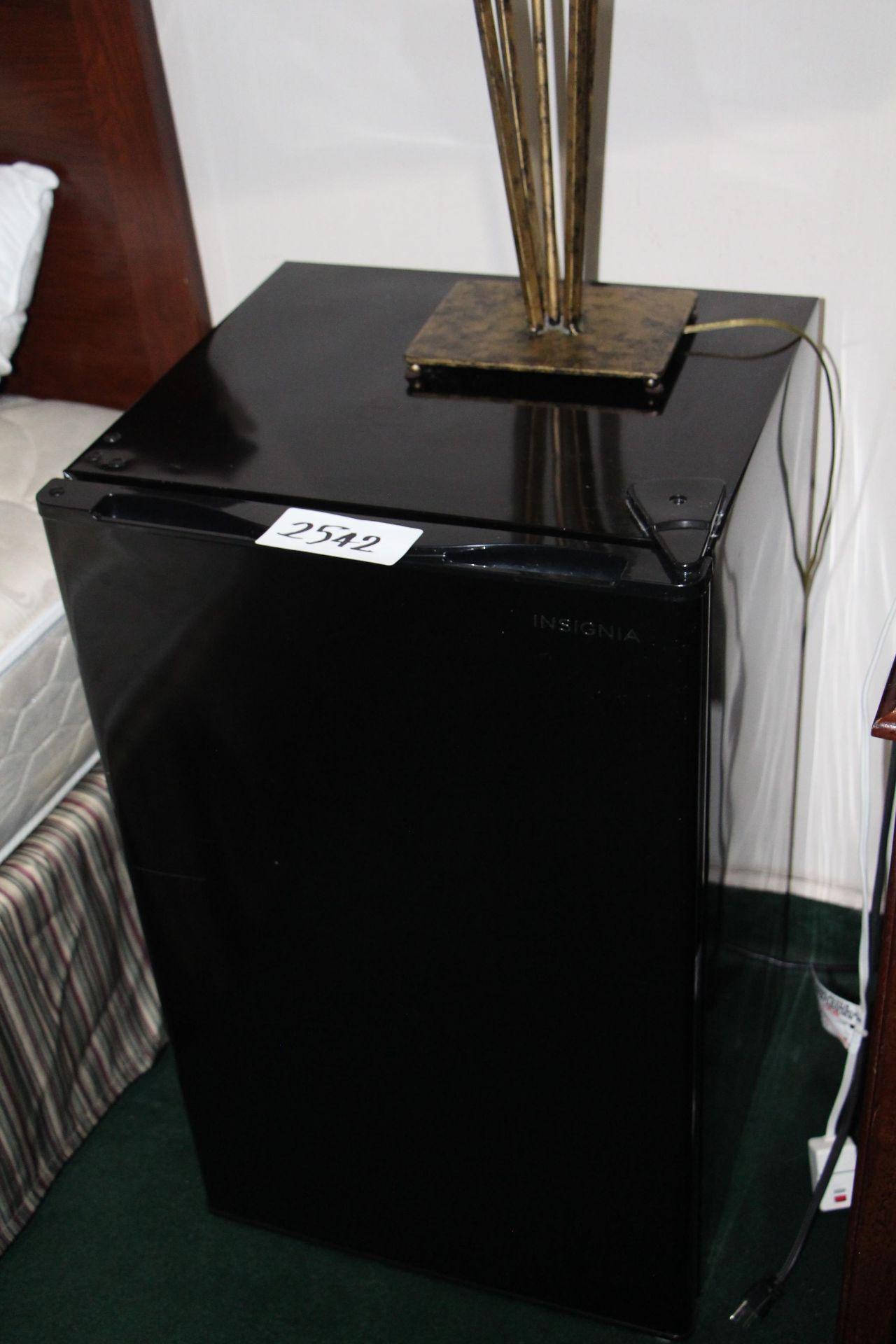Lot 2542 - Hamilton beach bar fridge