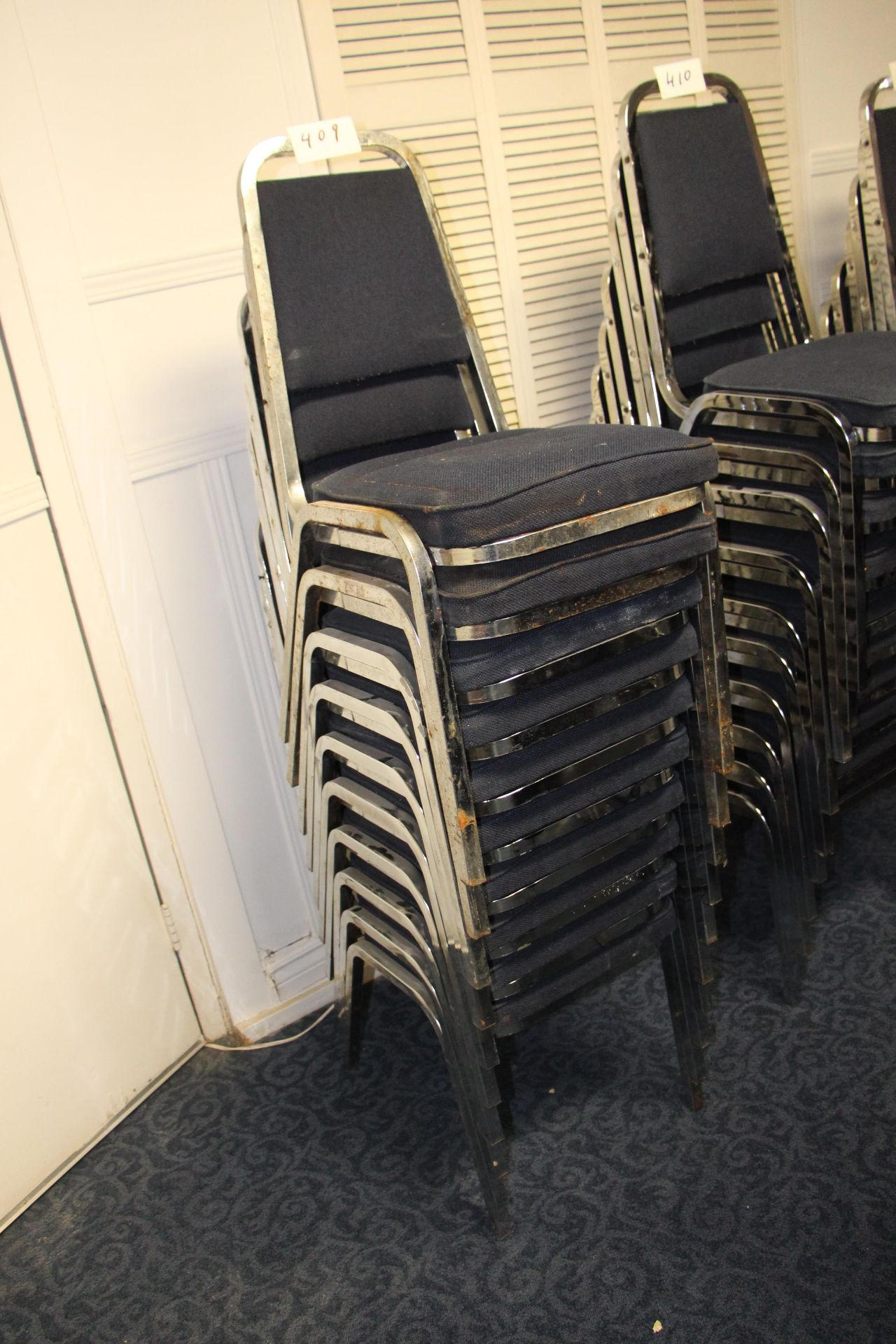 Lot 409 - Lot 10 chrome/fabric stackable sidechairs