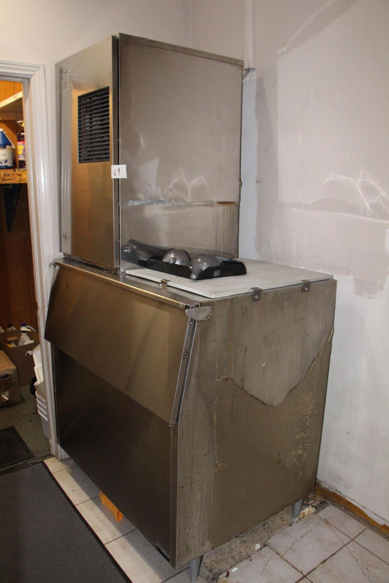 Lot 69 - Hoshizaki model KM-630MWB ice maker c/w s/s ice storage bin