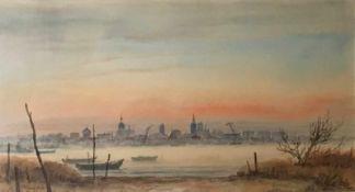 """Maletzke, Helmut. 1920 Stettin- 2017 Greifswald. """"Stralsund am Abend von Altefähr aus betrachtet""""."""