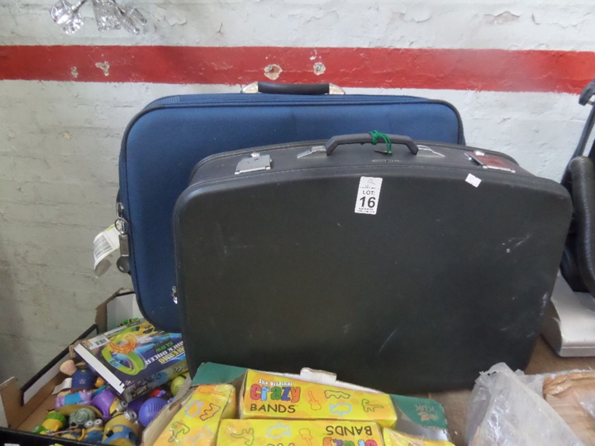 Lot 16 - 2 SUITCASES