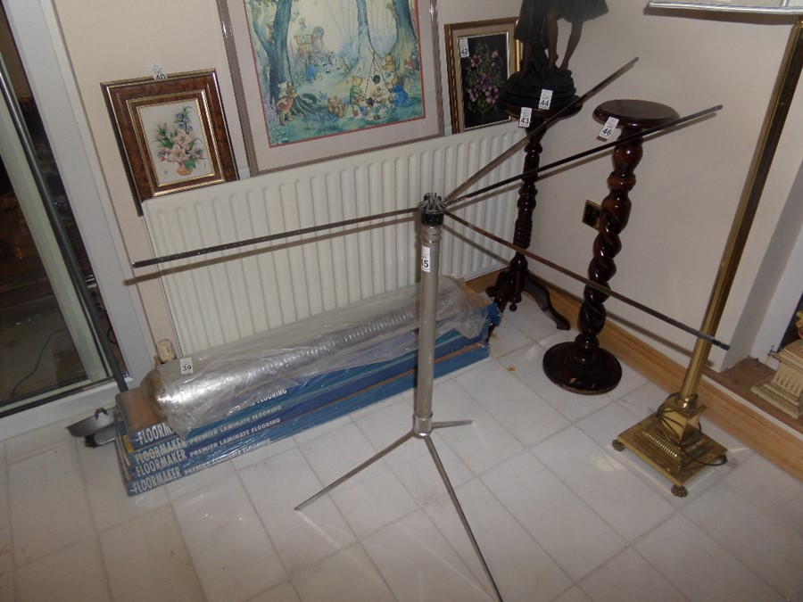 Lot 45 - SERVIS PORTABLE DISPLAY STAND