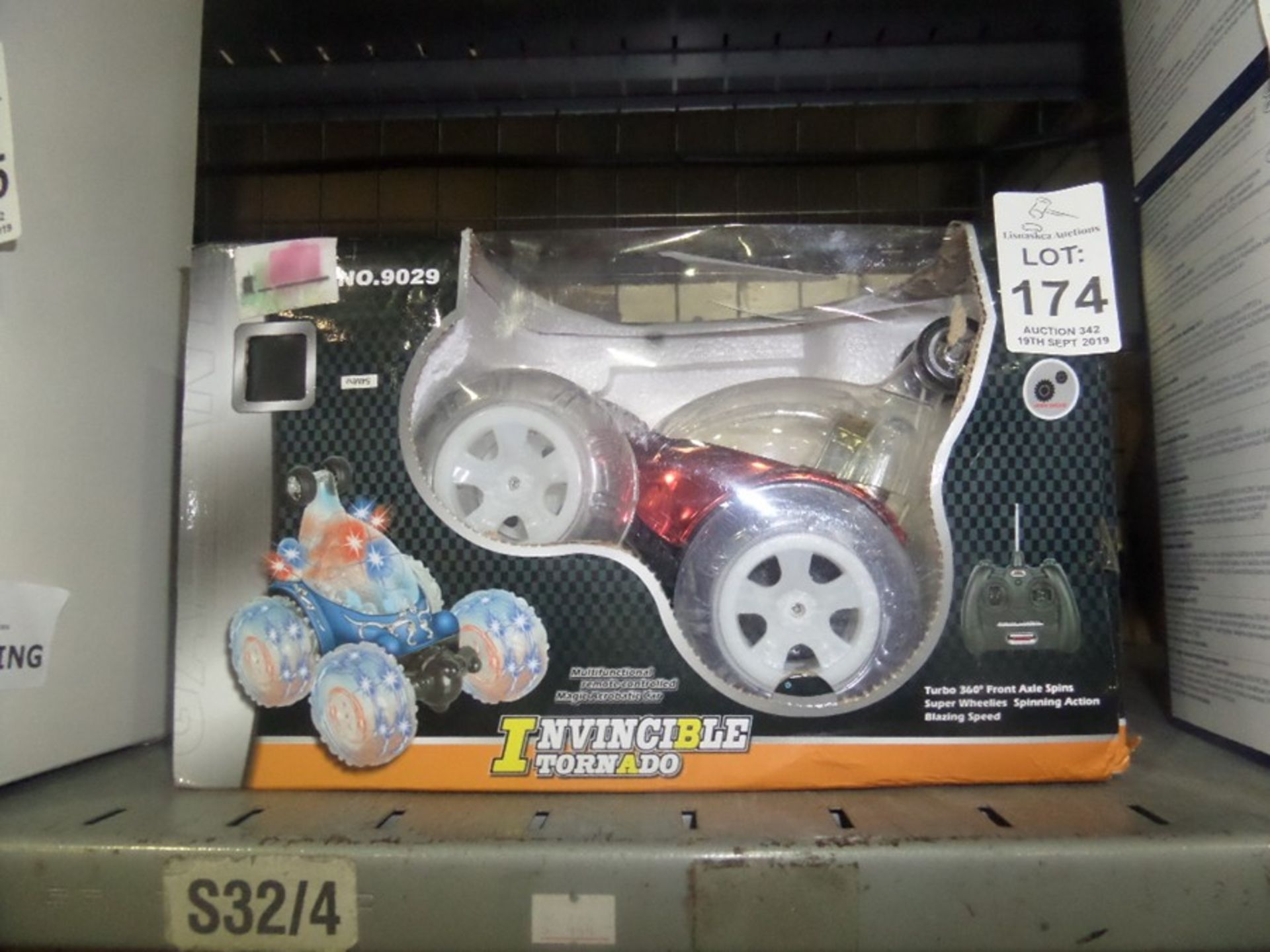 Lotto 174 - BOXED RADIO CONTROLLED TOY