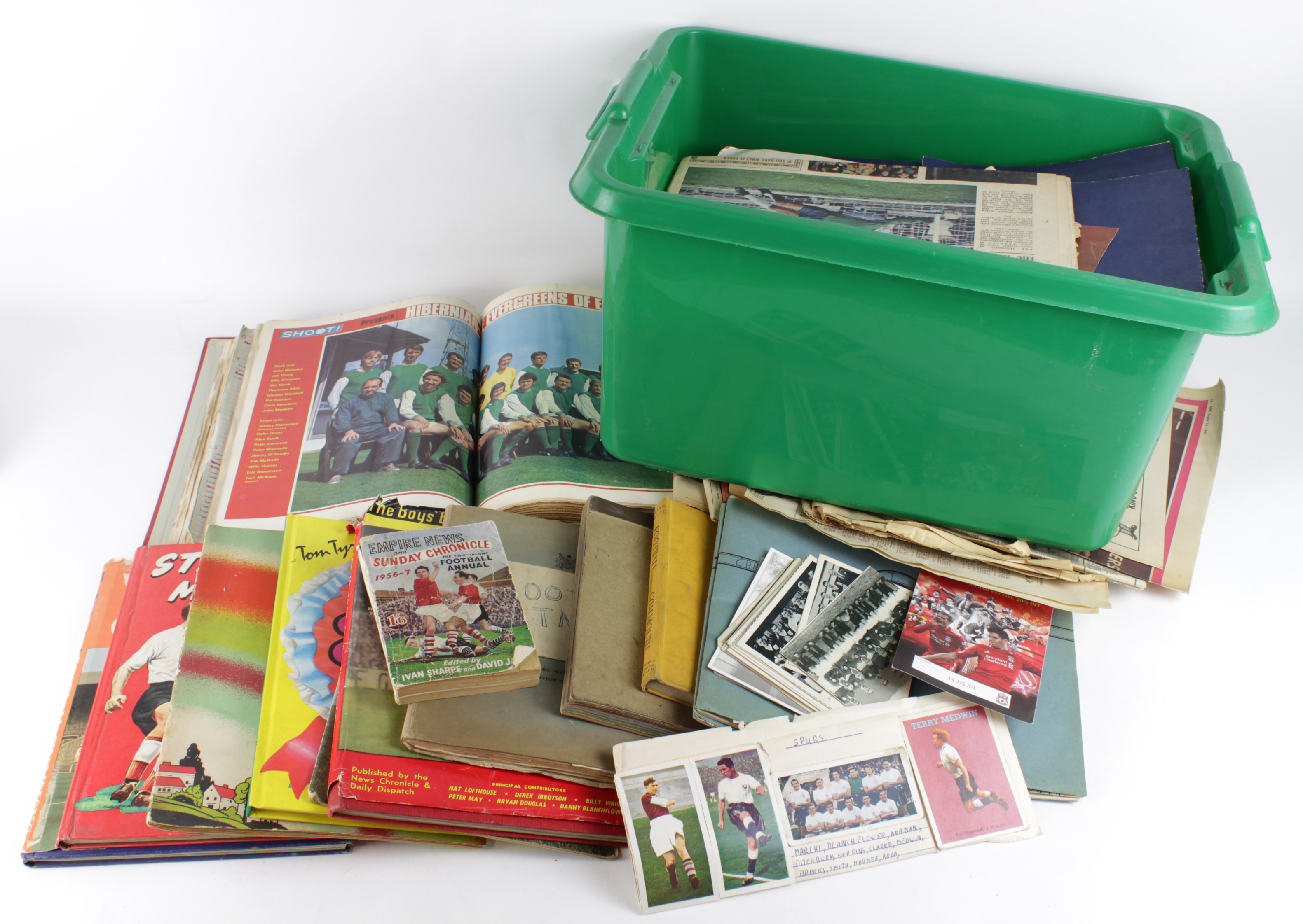 Lot 2664 - Football interest - large batch of material inc Annuals, newspapers, cuttings, Yearbooks, photos,