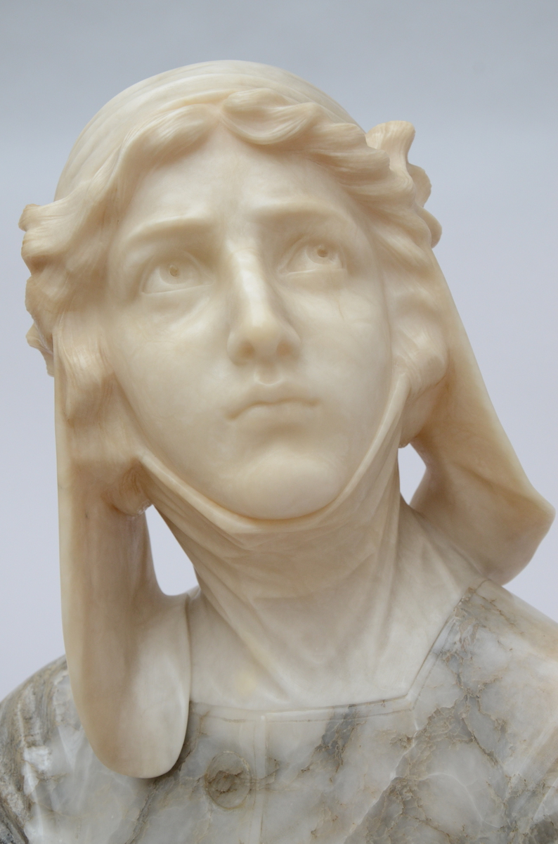 Lot 6 - A statue in alabaster 'bust of a woman', ca 1900 (48cm)