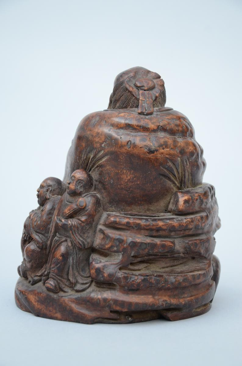 Lot 18 - A bambou sculpture 'Laotsé with playing children' (15cm)