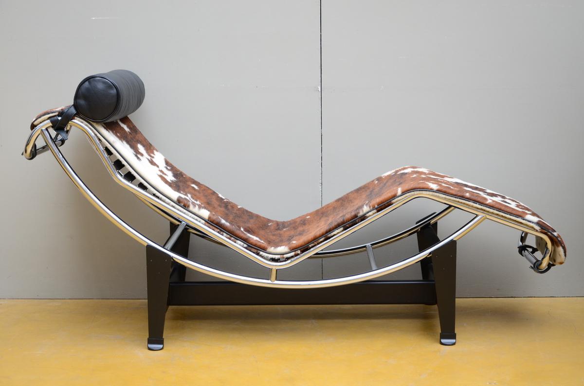 Lot 38 - Le Corbusier: Relax LC 4, Cassina (52x75x160cm)