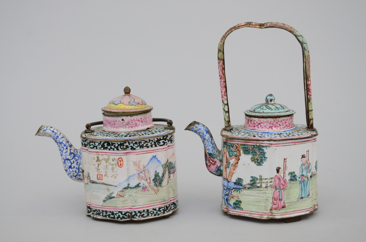 Lot 86 - Two teapots in Chinese Canton enamel, 18th century (*) (11cm)