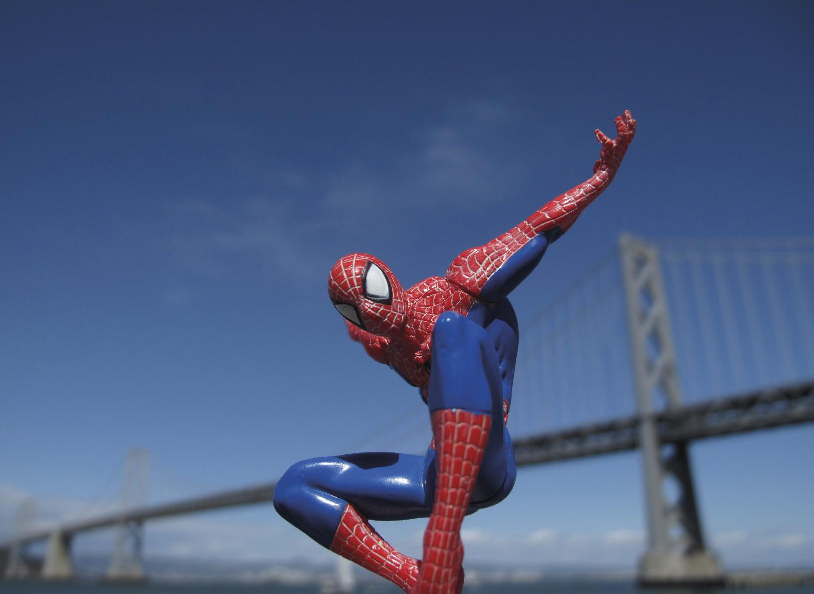 Lot 28 - Lagarde Laurent (XXe-XXIe ) SpiderMan at the Bay Bridge, 2014 - Photography N°3/5 - [...]