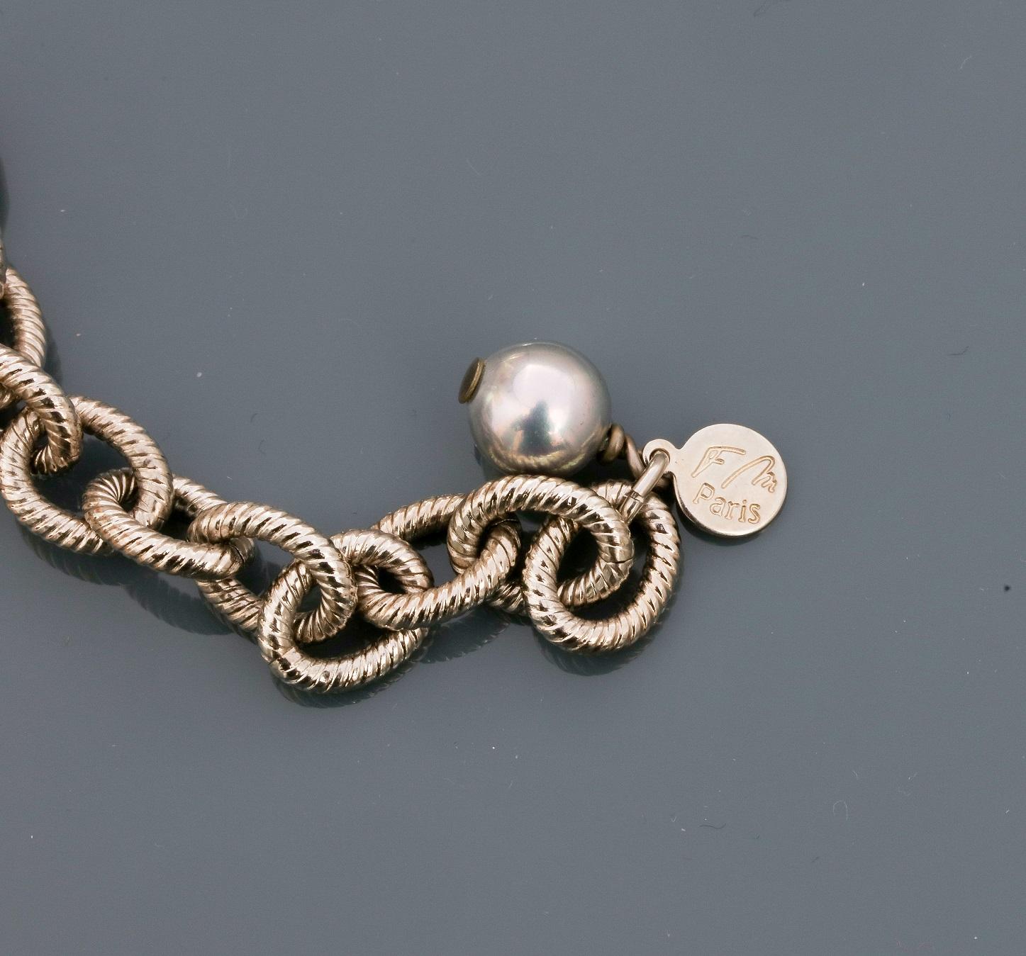 Lot 0B - Françoise MONTAGUE, Collier formé d'une chaîne plate en métal rhodié portant [...]