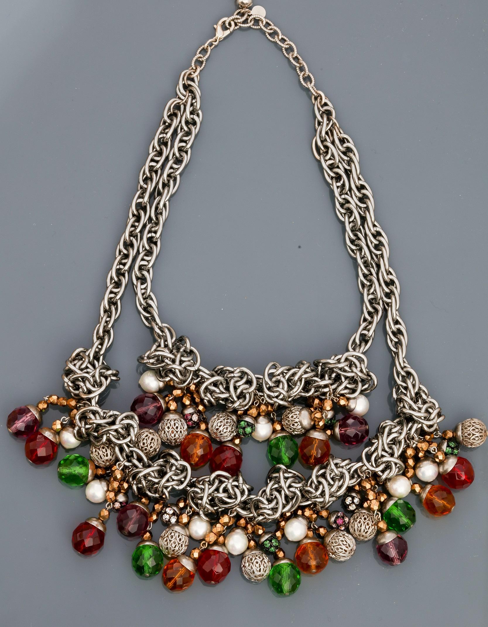 Lot 0H - Françoise MONTAGUE, Collier de chaînes en métal rhodié entrelacées portant deux [...]