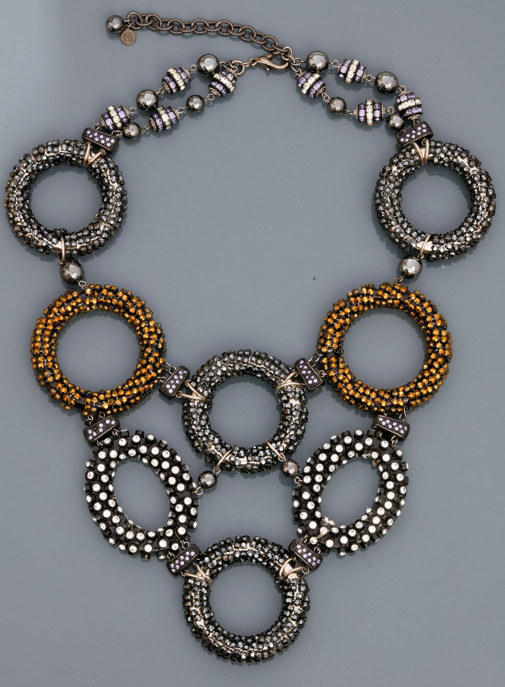 """Lot 0F - Françoise MONTAGUE, Collier """" Plastron """" figurant des anneaux recouverts de perles [...]"""