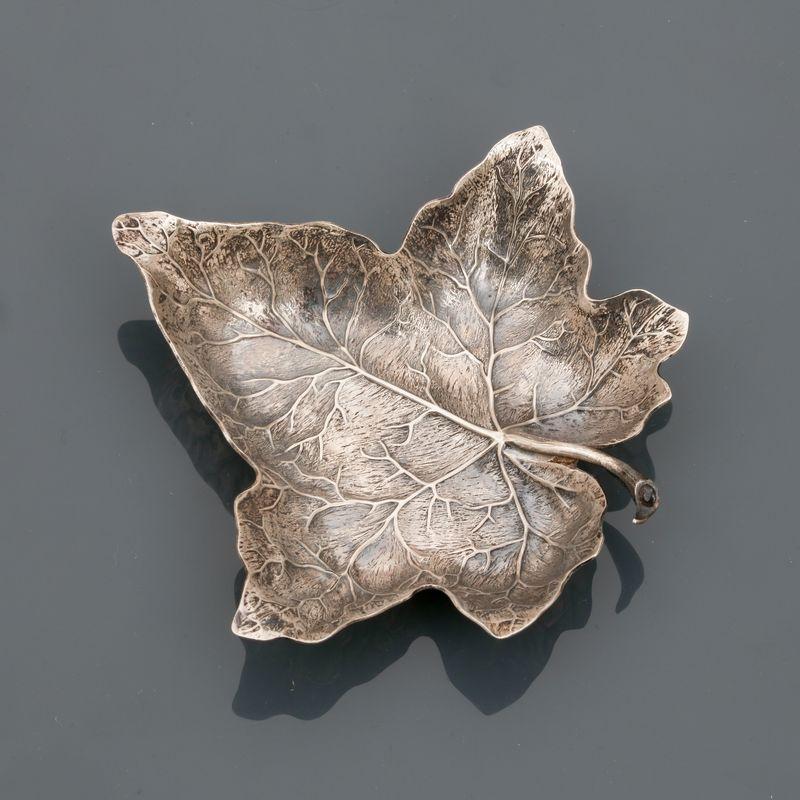 Lot 12 - Gianmaria BUCCELLATI, Vide poche dessinant unen feuille de lierre, argent 925 MM, [...]