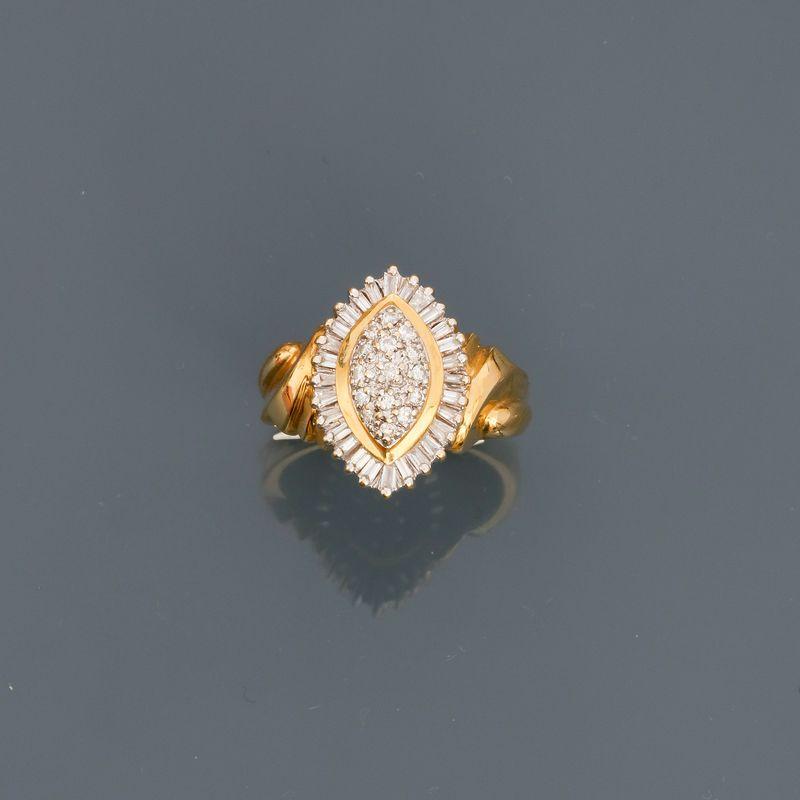 Lot 17 - Bague Marquise en or jaune, 750 MM, ornée de diamants, taille : 54, poids : 6,1gr. [...]