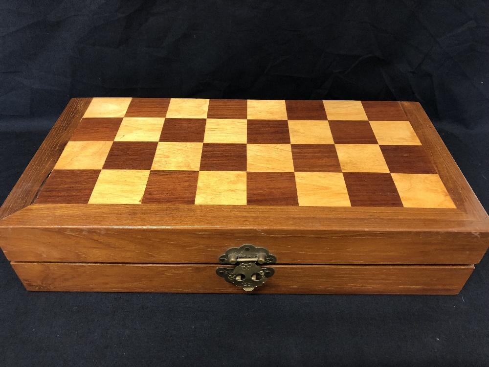 Lot 27 - An ivory chess set