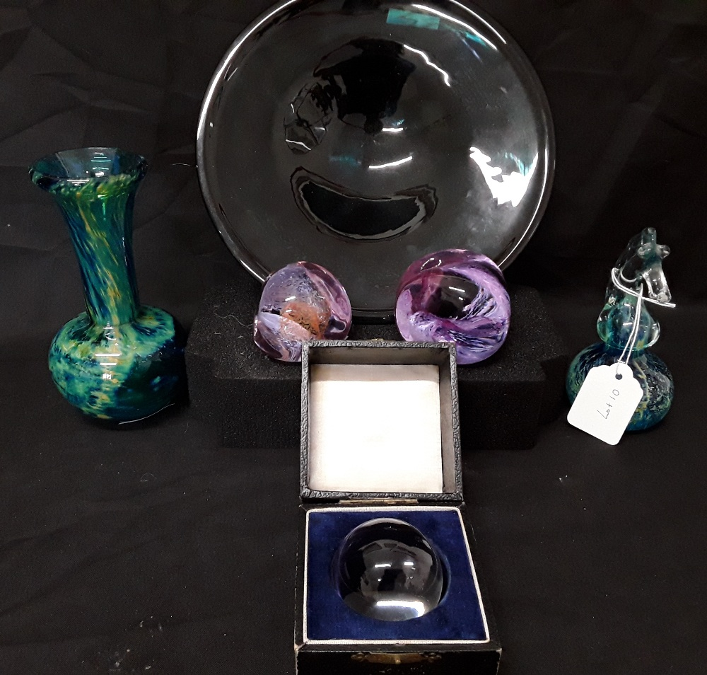 Lot 10 - Six items of glassware including a Caithness Pebble, Mdina and an Isle of Wight bowl.