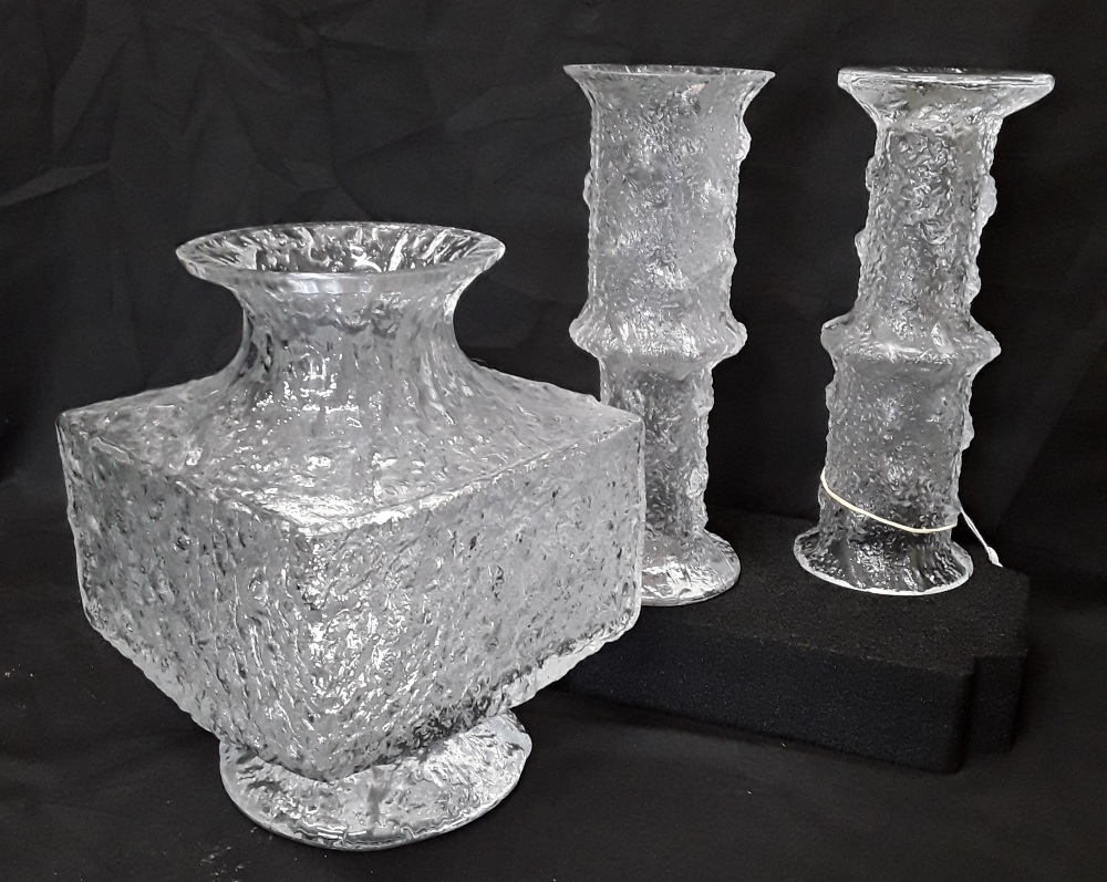 Lot 9 - Three pieces of iittala Finnish glass.