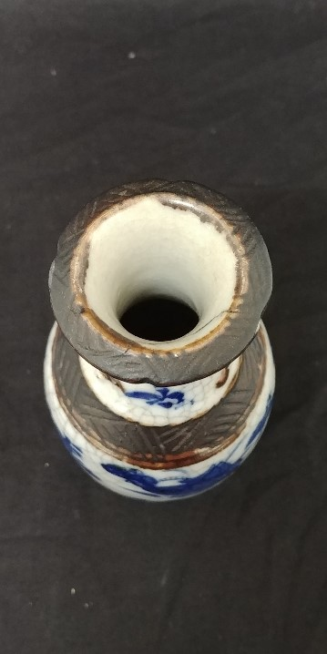 Lot 26 - A Chinese vase with blue and white glazed decoration depucting flowers and birds,