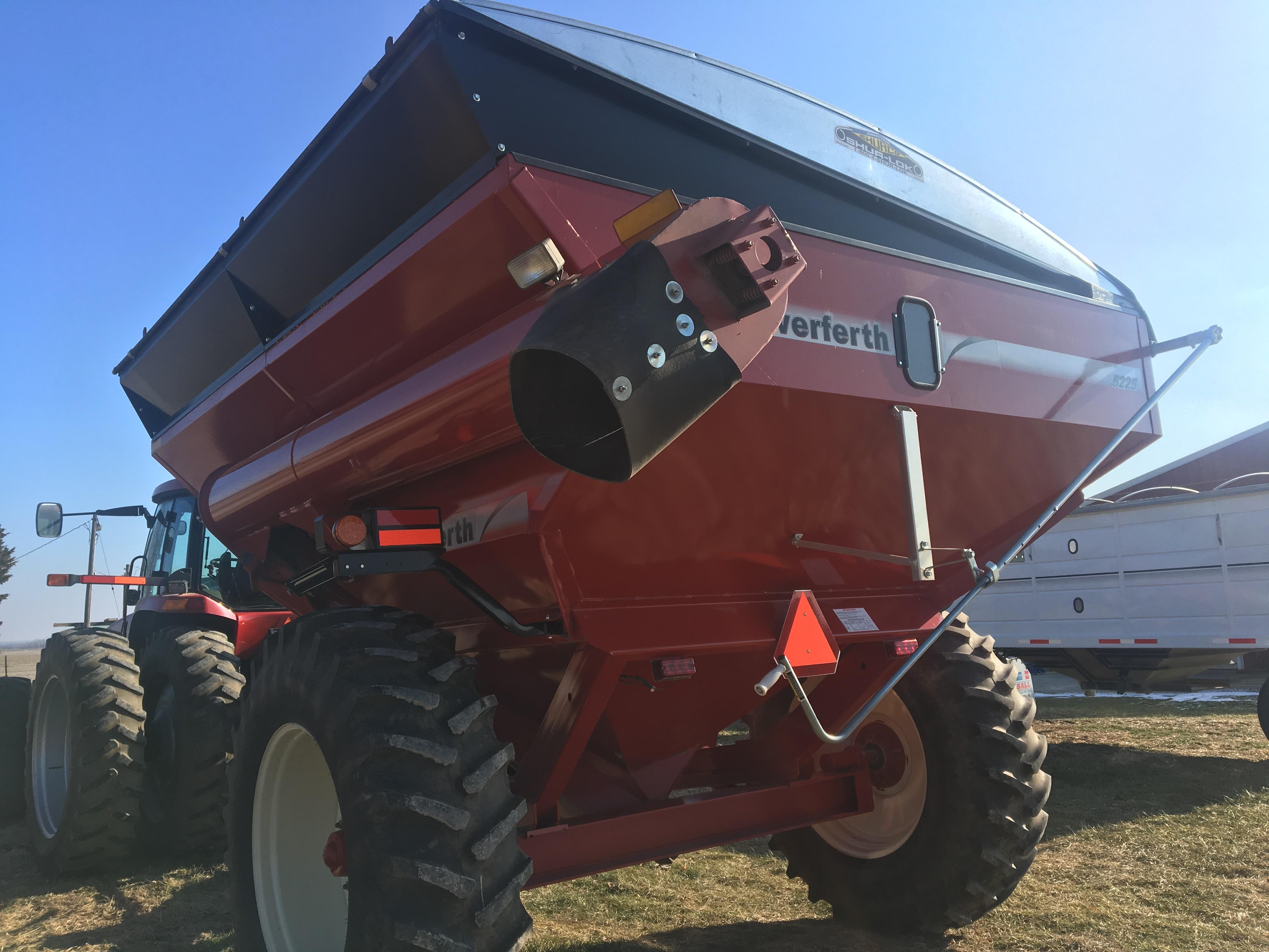 Lot 8 - Unverferth 5225 Grain Cart