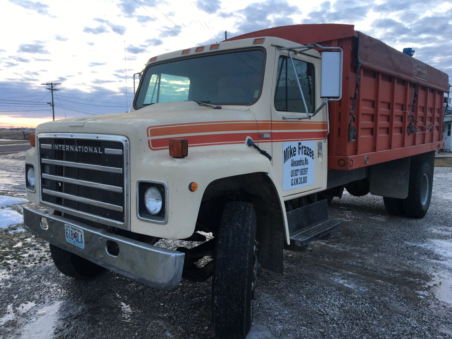 Lot 22 - 1979 Int. 1824 Grain Truck