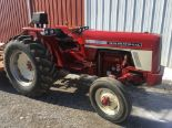 Lot 11 - INT 574 2WD Open Station Diesel Tractor