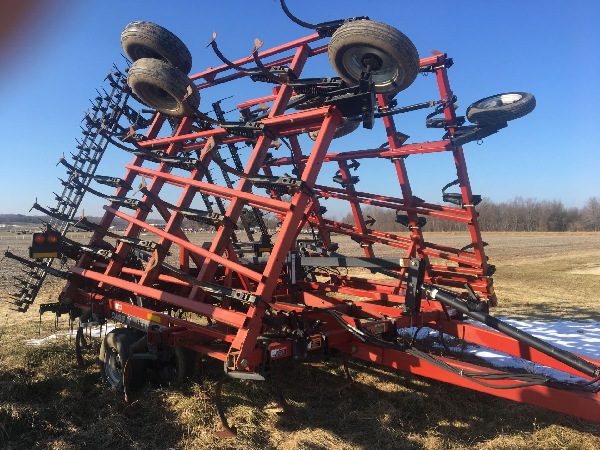 Lot 7 - Case IH Tigermate II 30' Field Cultivator