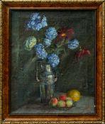 Fiala, Vaclav (1896-1980) - Stillleben mit Vase und FrüchtenAnsicht einer hohen, silbernen