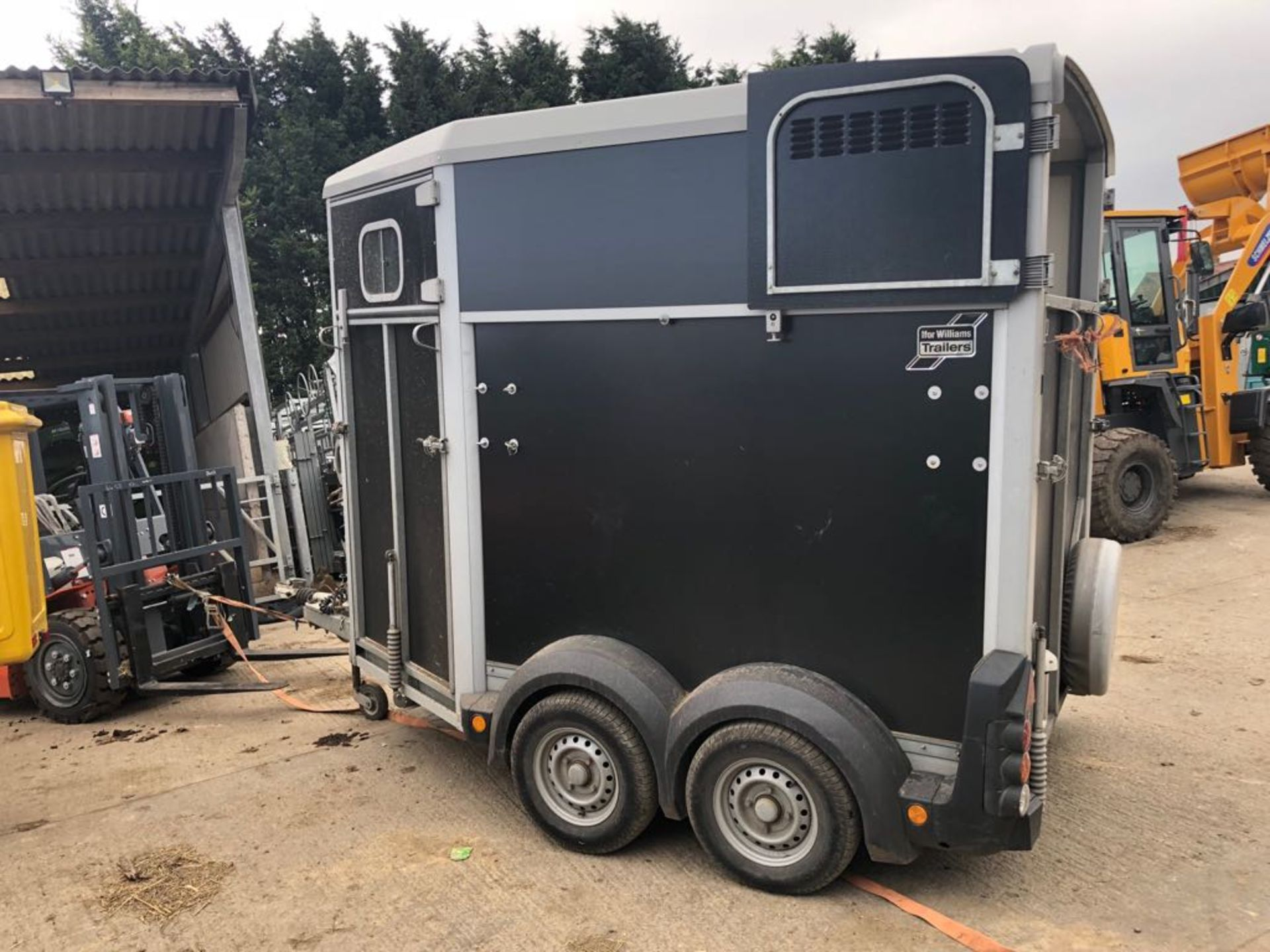 Lot 151 - 2015 IFOR WILLIAMS TWIN AXLE HORSE BOX TRAILER HB506 BLACK *PLUS VAT*