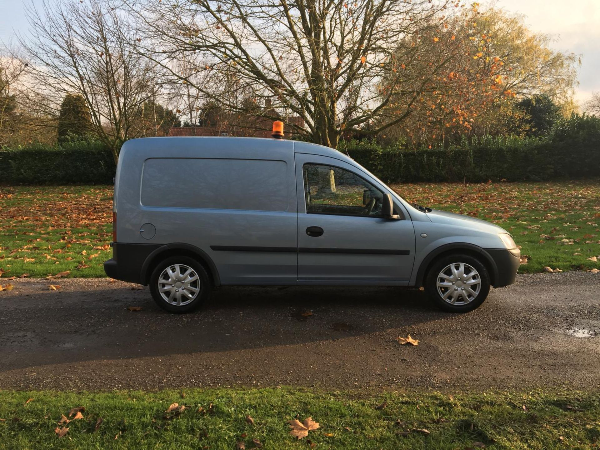 Lot 64 - 2011/11 REG VAUXHALL COMBO 2000 CDTI 16V BLUE DIESEL CAR DERIVED VAN, SHOWING 0 FORMER KEEPERS