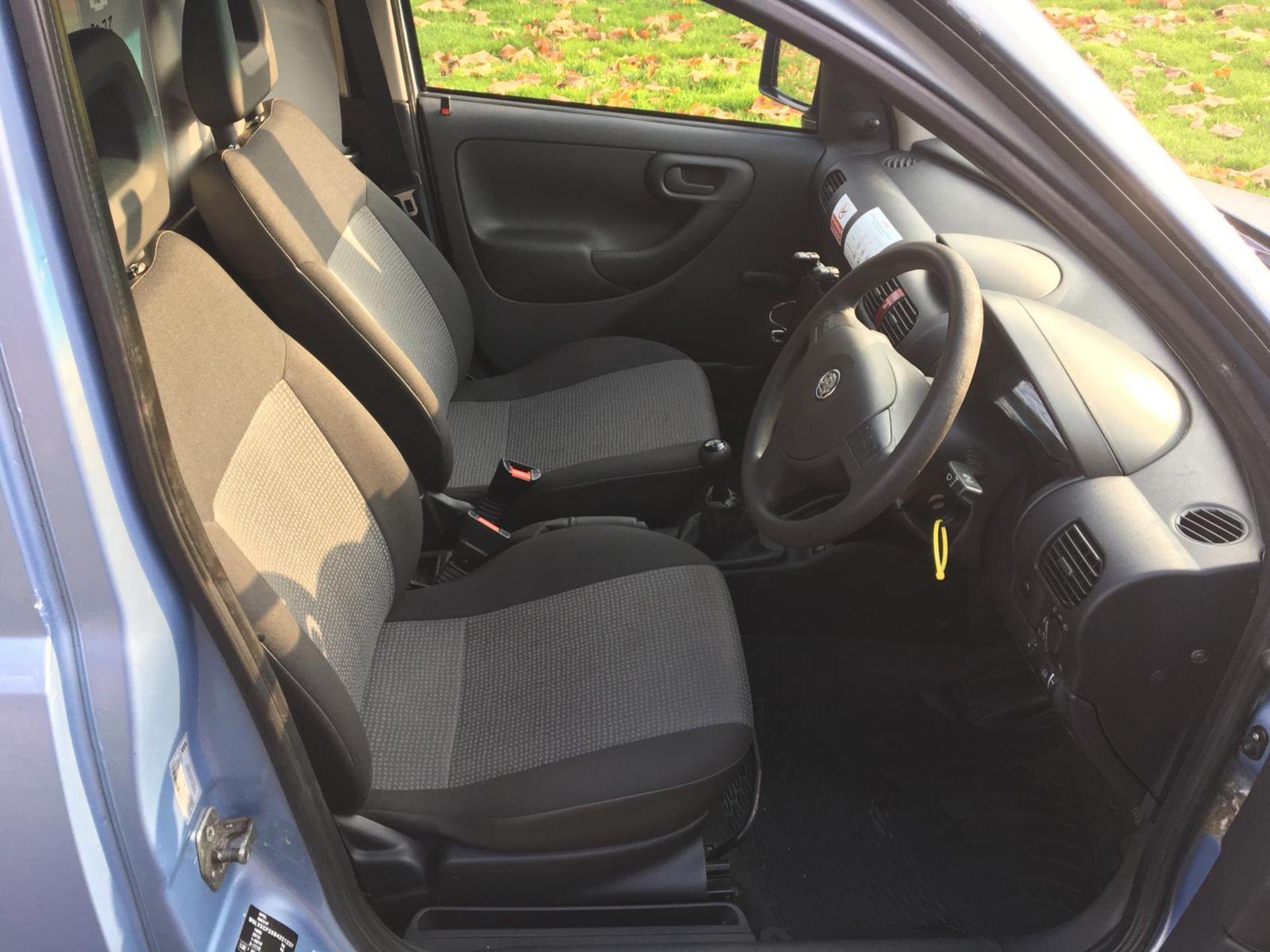 Lot 64 - 2011/11 REG VAUXHALL COMBO 2000 CDTI 16V BLUE DIESEL CAR DERIVED VAN, SHOWING 0 FORMER KEEPERS