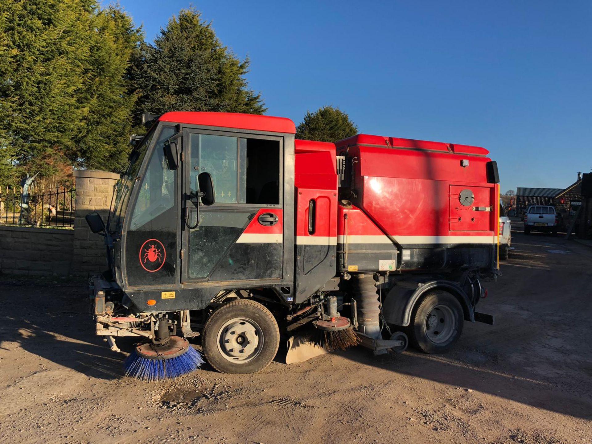 Lot 40 - 2008/58 REG SCARAB RED / BLACK DIESEL STREET CLEANSING ROAD SWEEPER *PLUS VAT*