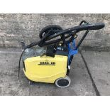 Lot 89 - KARCHER PUZZI 400E 240V HOT & COLD CARPET CLEANER C/W HEAVY DUTY CLEANING ATTACHMENTS *PLUS VAT*
