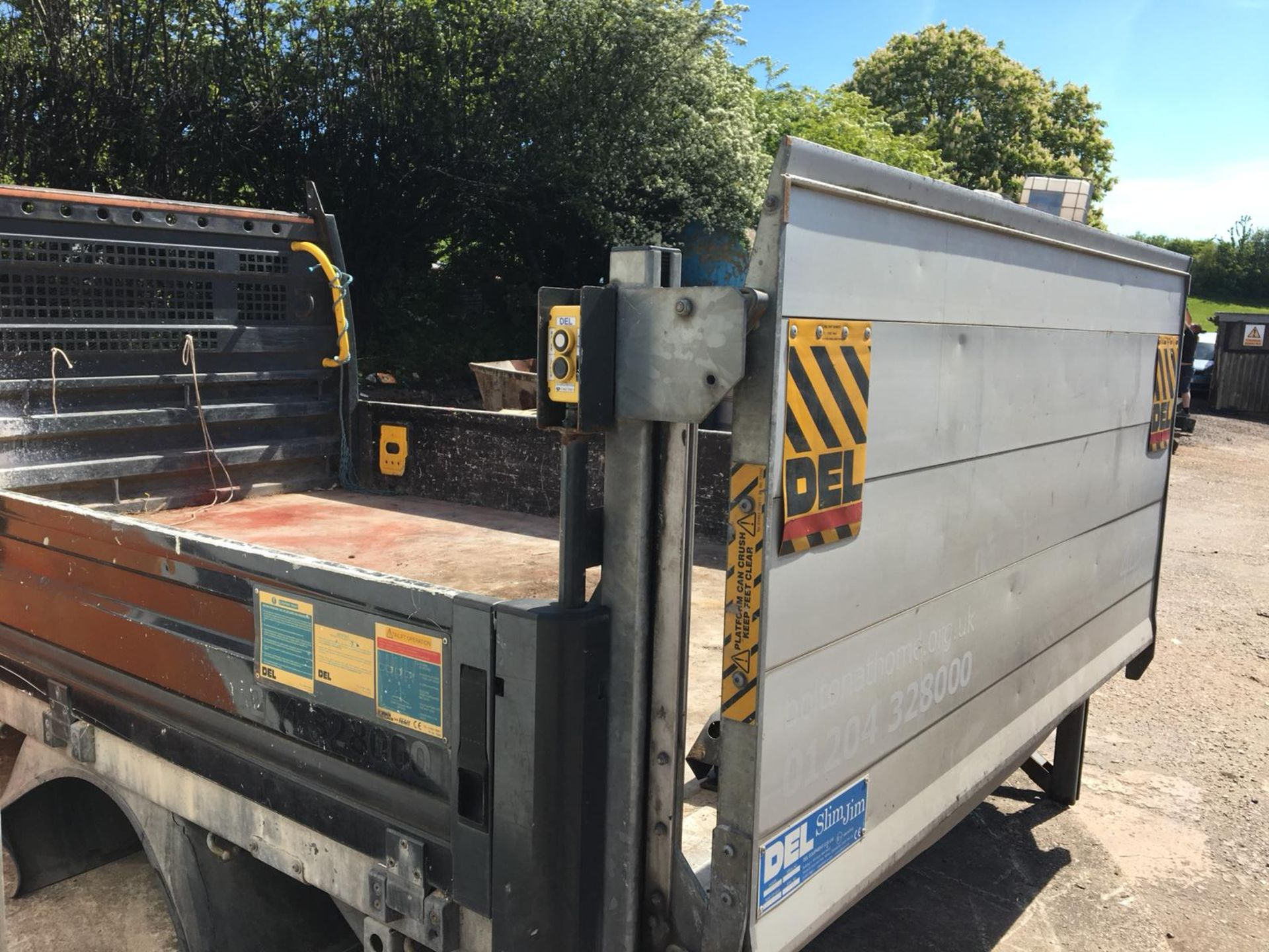 Lot 31 - FORD TRANSIT REAR DROPSIDE BODY WITH TAIL LIFT - IN WORKING ORDER *NO VAT*