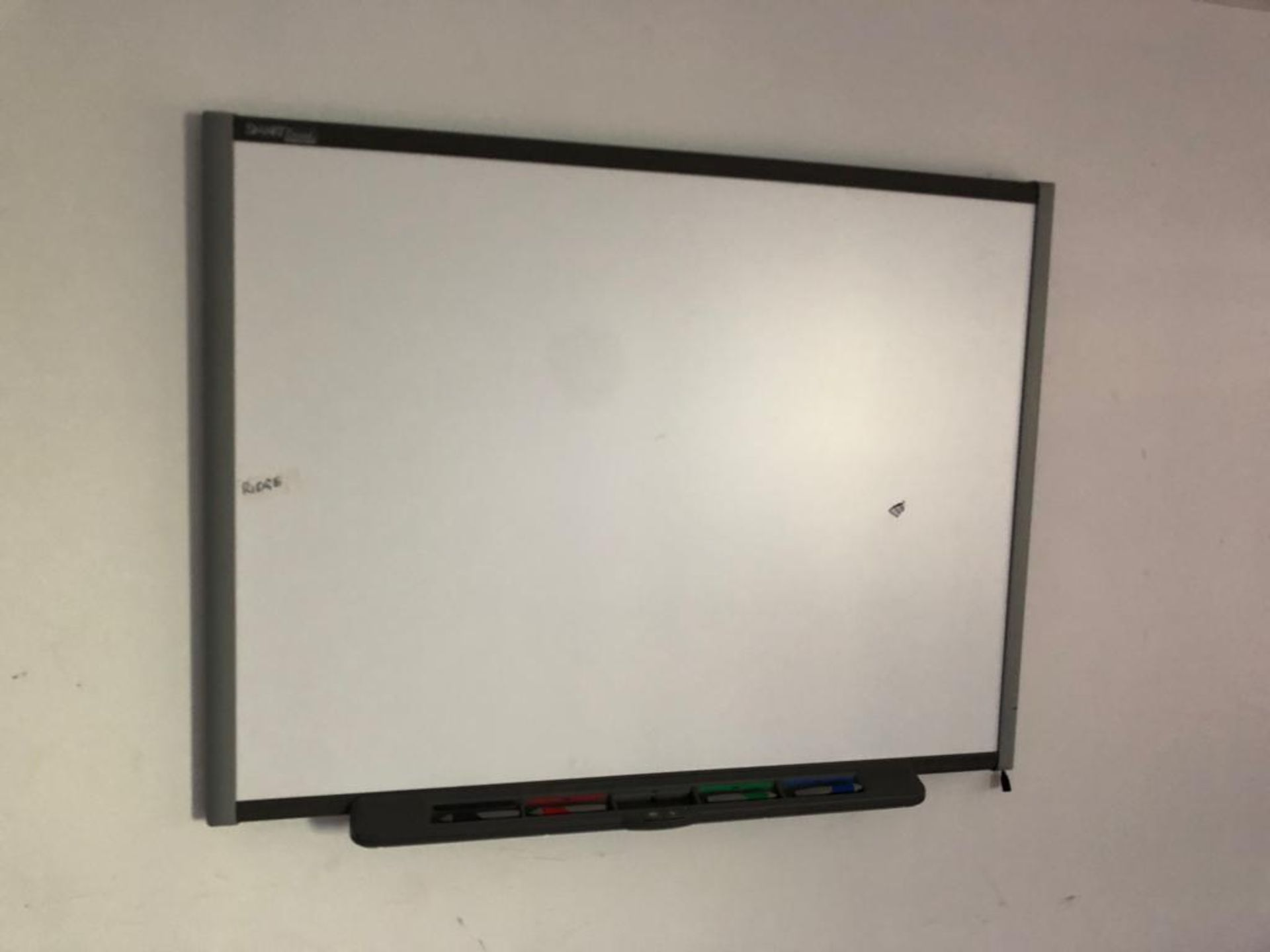 Lot 13 - SMART WHITEBOARD (DAMAGED) *NO VAT*