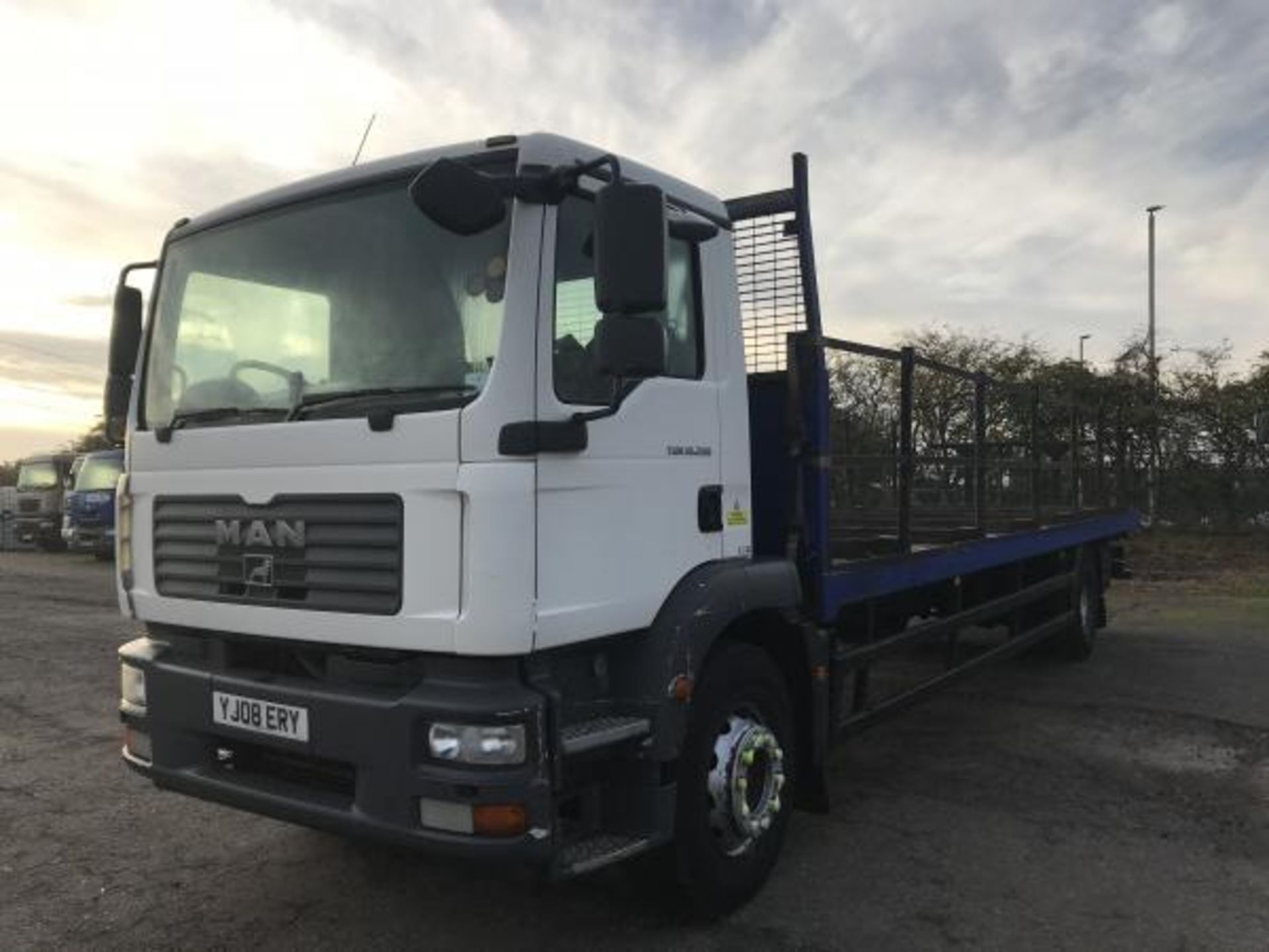 Lot 126 - 2008/08 REG MAN TGM 18.280 28FT LONG FLAT BED REAR AIR SUSPENSION, AIR CON *PLUS VAT*