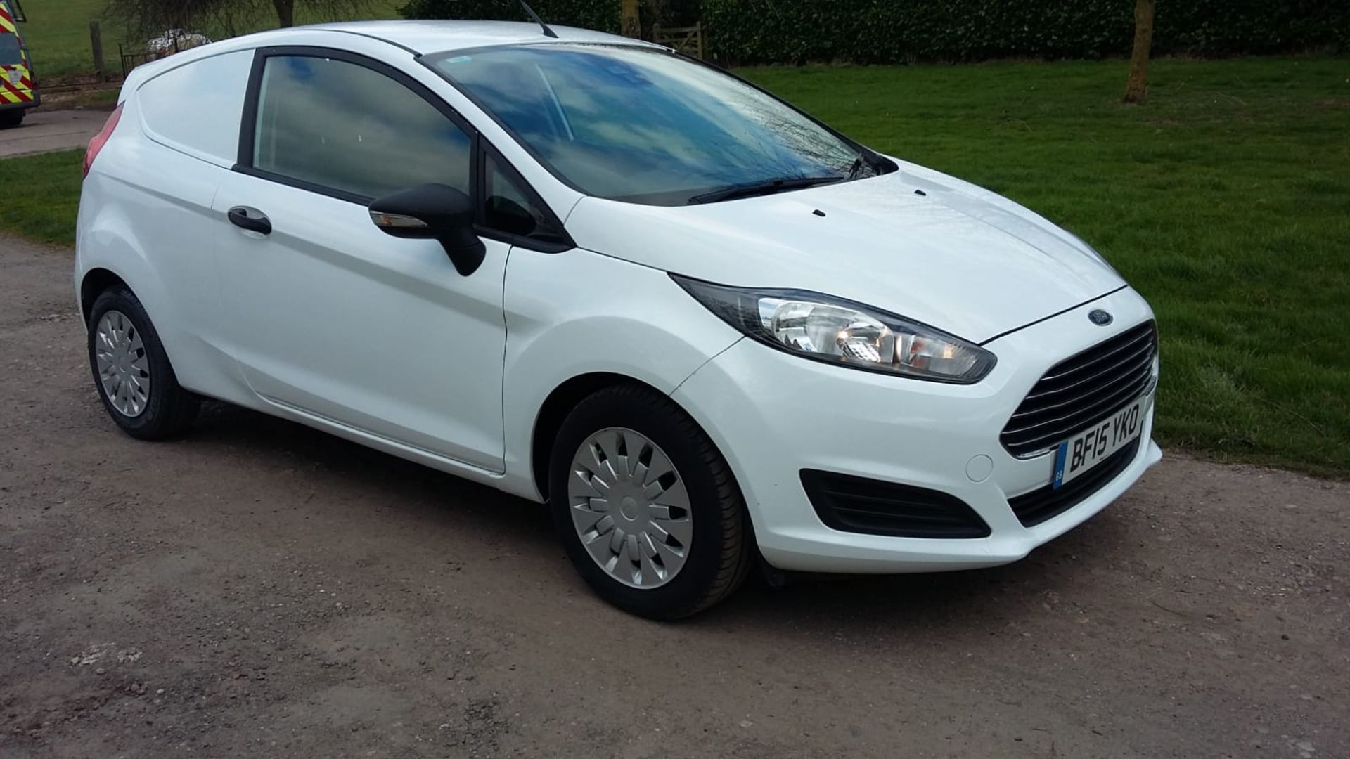 Lot 93 - 2015/15 REG FORD FIESTA ECONETIC TECH TDCI 1.6 DIESEL CAR DERIVED VAN, SHOWING 0 FORMER KEEPERS