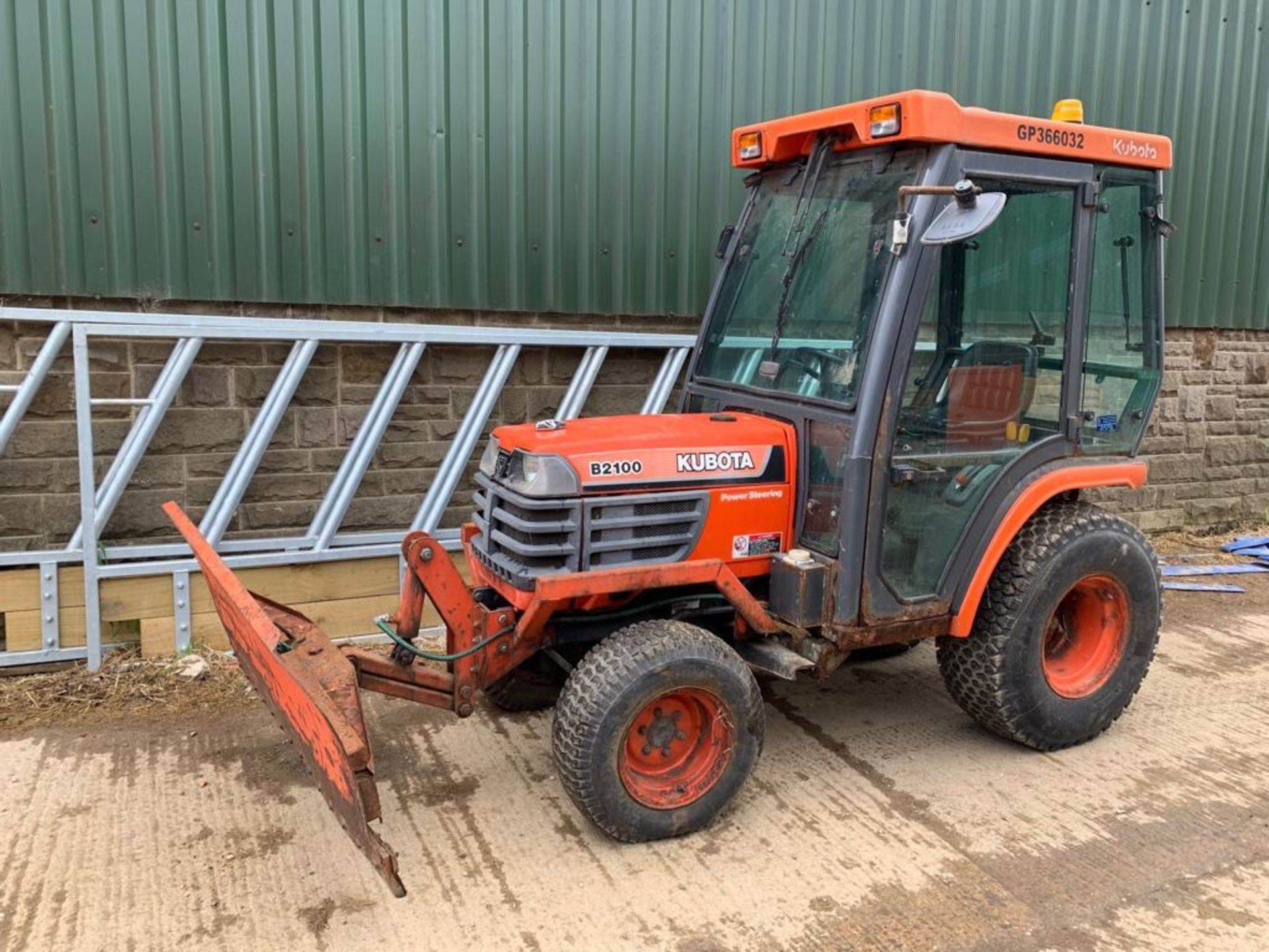 Lot 121 - 2000/X REG KUBOTA B2100 COMPACT TRACTOR WITH FULL GLASS CAB C/W PLOUGH ATTACHMENT *PLUS VAT*