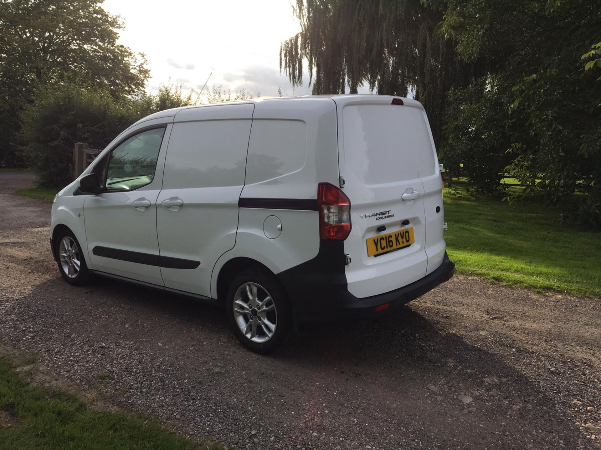 Lot 49 - 2016/16 REG FORD TRANSIT COURIER BASE TDCI 1.5 DIESEL PANEL VAN, SHOWING 0 FORMER KEEPERS *NO VAT*