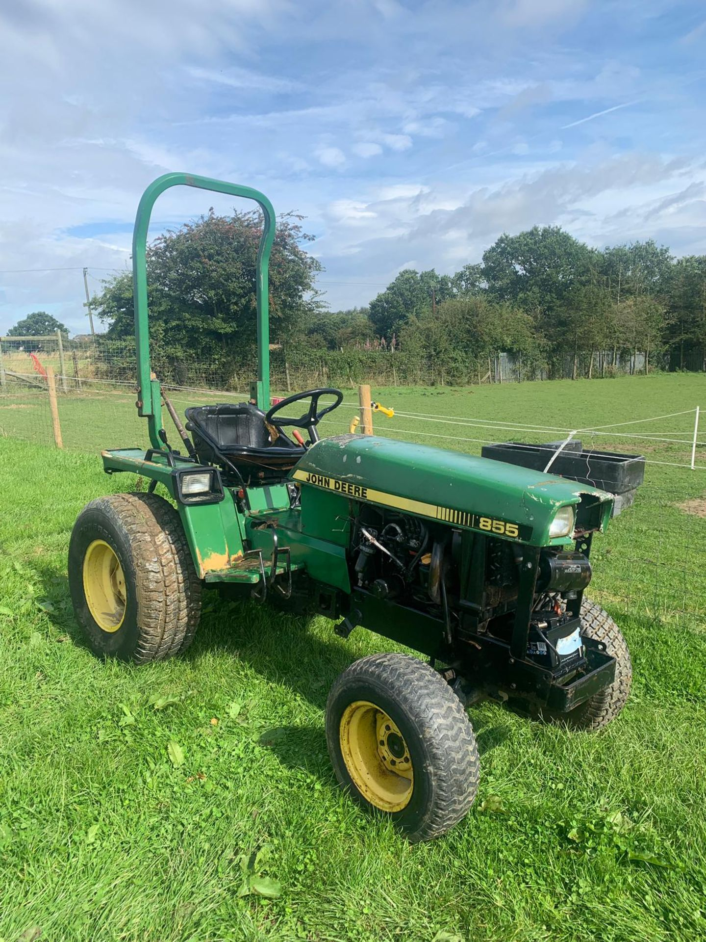 Lot 48 - JOHN DEERE 855 COMPACT TRACTOR TURF TYRES, RUNS AND WORKS, SHOWING 1803 HOURS *PLUS VAT*