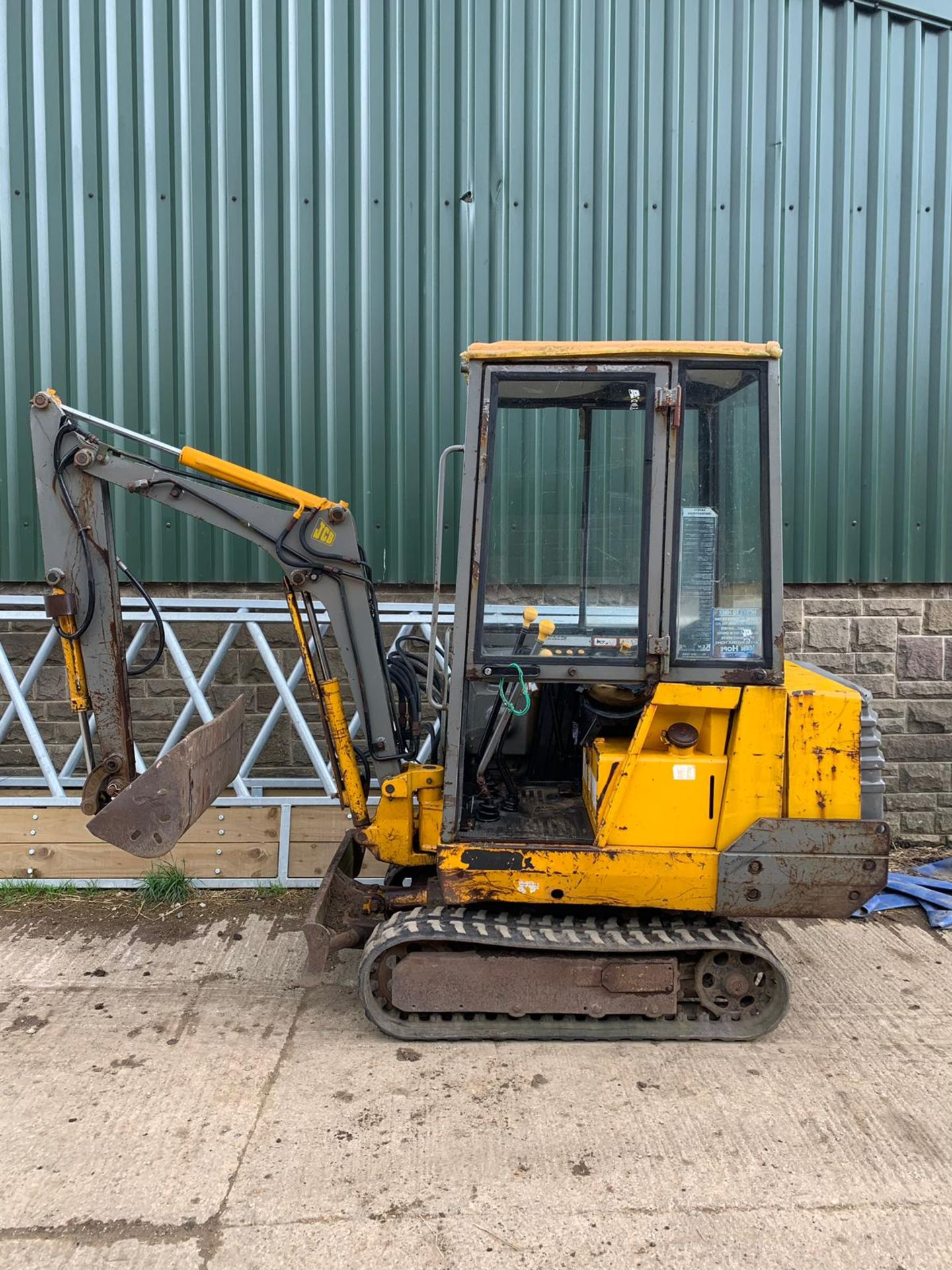 Lot 21 - JCB 801.4 1.5 TON TRACKED DIGGER / EXCAVATOR, RUNS, WORKS AND DIGS *PLUS VAT*