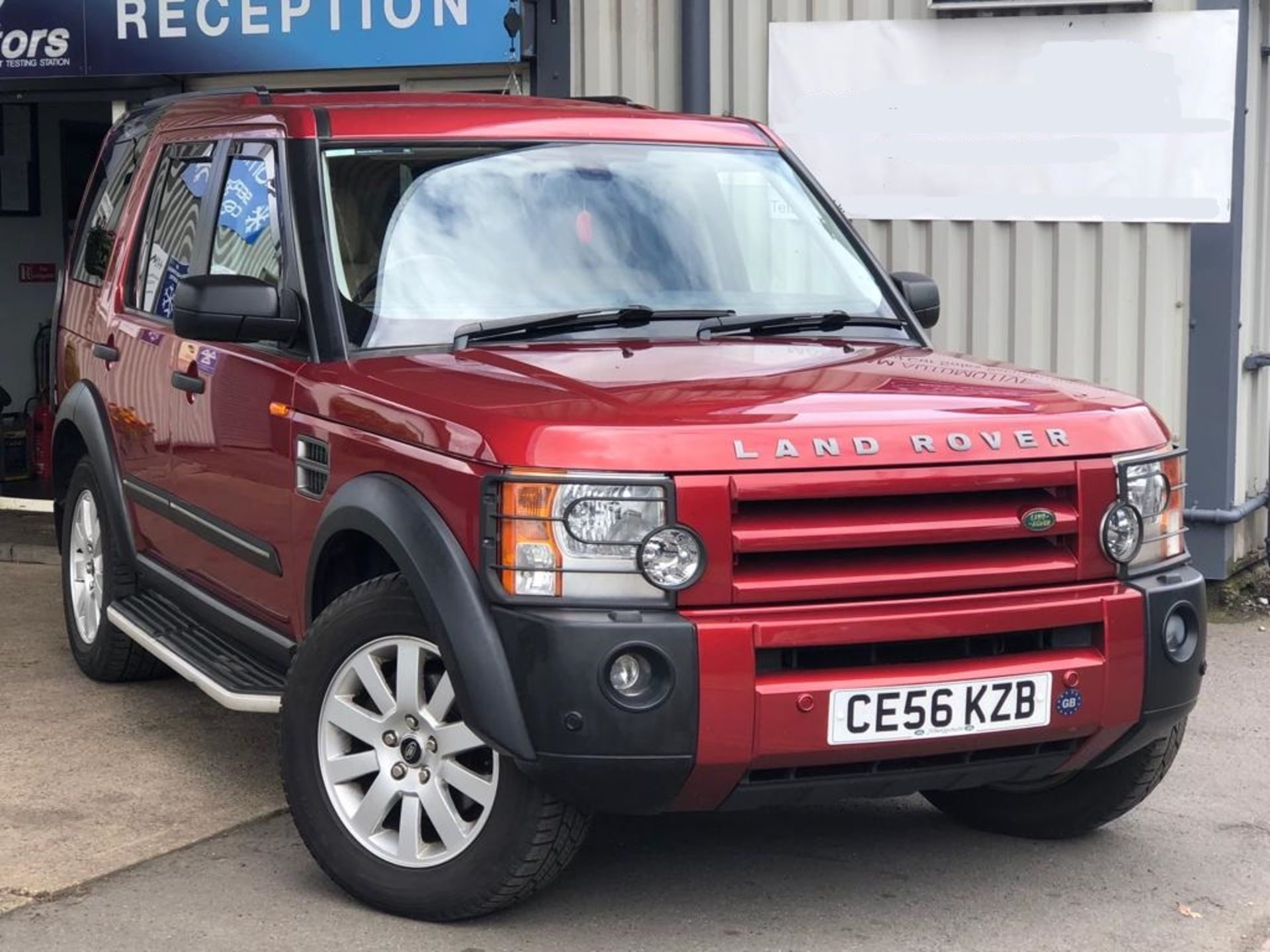 Lot 42 - 2006/56 REG LAND ROVER DISCOVERY 3 TDV6 SE AUTO 2.7 DIESEL 4X4 RED 7 SEATER *NO VAT*