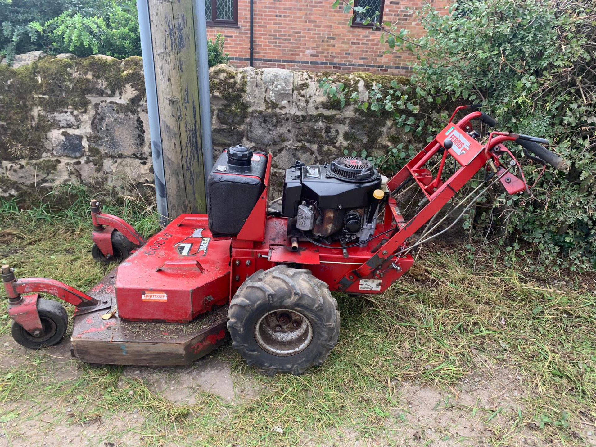 "Lot 25 - FERRIS HYDRO WALK-BEHIND SD COMMERCIAL 36"" CUT MOWER, YEAR 2005, RUNS, WORKS AND CUTS *PLUS VAT*"