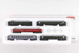 """Märklin 42941, Wagen-Set """"Riviear Express""""Märklin 42941, Wagen-Set """"Riviera Express"""", fünf"""