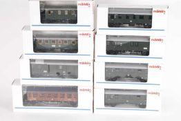 Märklin, acht PersonenzugwagenMärklin, acht Personenzugwagen, 2 x 4235, 42702, 42351, 42352 (PMS