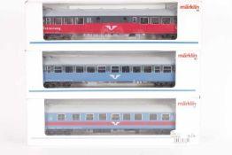 Märklin, drei SchnellzugwagenMärklin, drei Schnellzugwagen, 4377, 4378, 43781, sehr gut erhalten,
