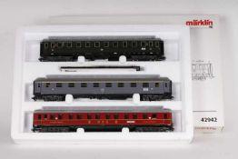 """Märklin 42942, Wagen-Set """"Riviera Express""""Märklin 42942, Wagen-Set """"Riviera Express"""", drei"""