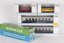 Märklin, vier Schnellzugwagen, zwei Schienenbus-BeiwagenMärklin, vier Schnellzugwagen, zwei